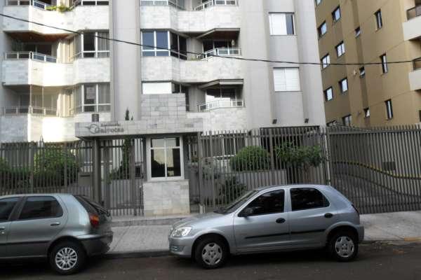 Apartamento,(2 garagens) - 195m² - 3 qtos c/ arms sendo 1 suíte, wcs c/ box e arms, sla 2 amb c/ sac, coz planejada, A.S c/ arm, wc serviço.